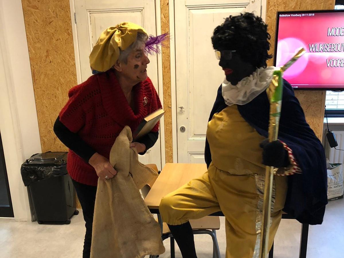 Piet en Leerling-Piet bij de Koffieochtend
