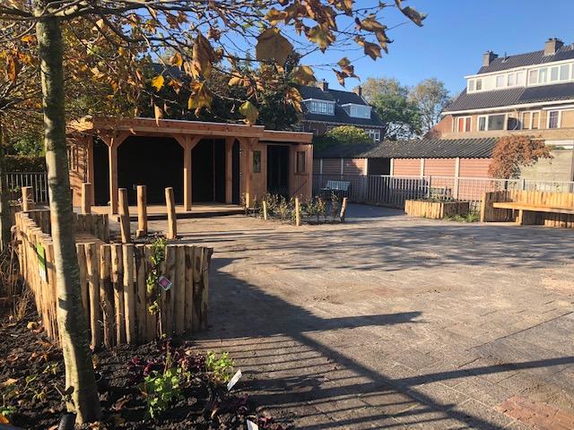 Feestelijke opening tuin tijdens eerste vrijdagmiddagborrel